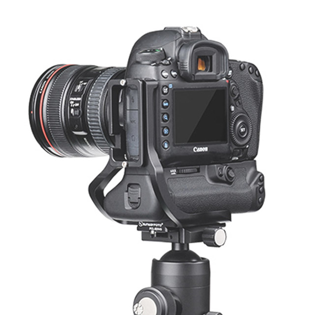 Battery grip on tripod