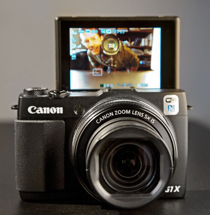 Tilting LCD screen on the Canon Powershot G1X Mark II LCD screen