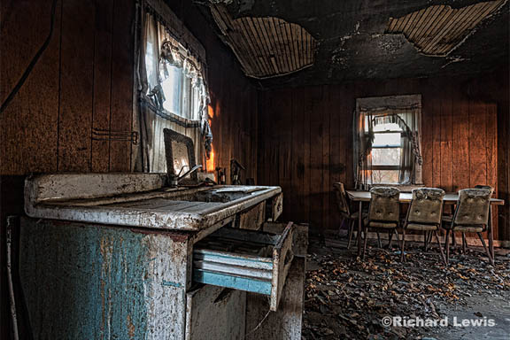 Richard Lewis Photography - Abandoned House - 1