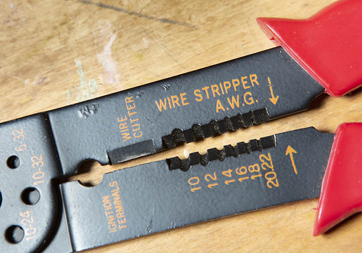 Wire strippers up close