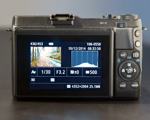 G1X Mark II histogram and settings on LCD screen